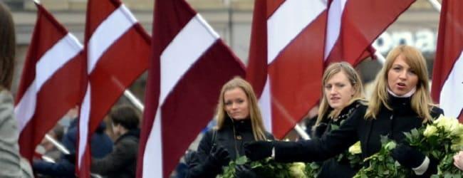 Lettonie femme drapeau