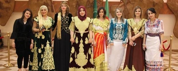 filles d'Algérie en tenues traditionnelles