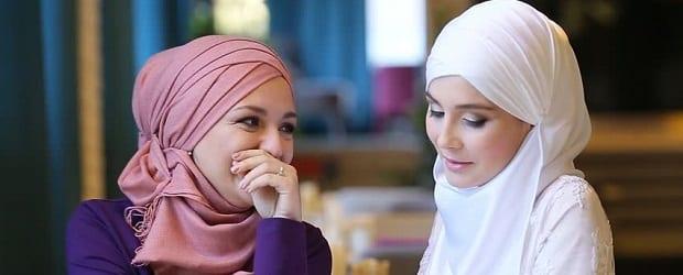 filles musulmanes qui rigolent
