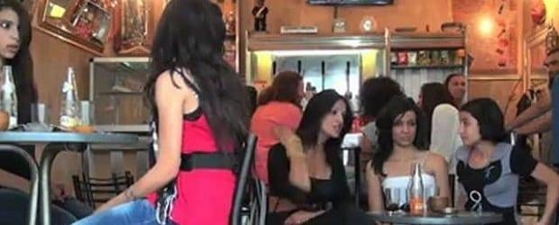 femmes Algérie dans un bar