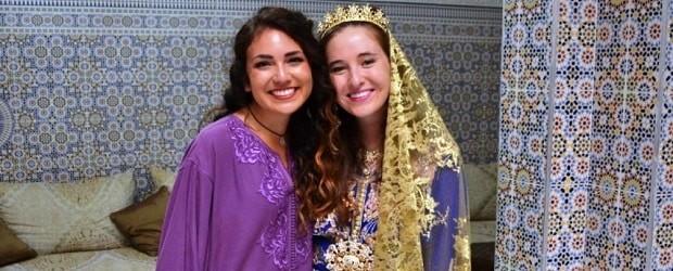 femmes en habits traditionnels