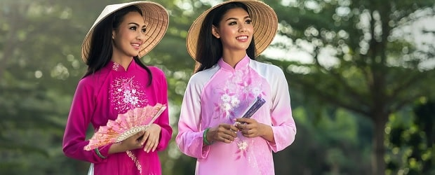 2 femmes avec un chapeau traditionnel sur China Love Cupid