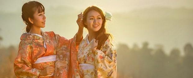 2 filles japonaises en habits classiques