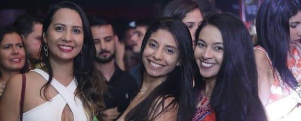 Femmes du Brésil supportrices de foot