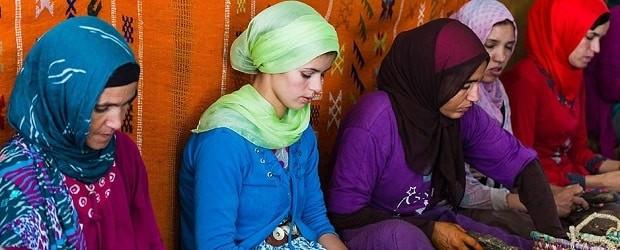 femmes du Maroc avec voile et burqa