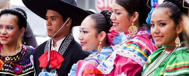 Latina en habits traditionnels