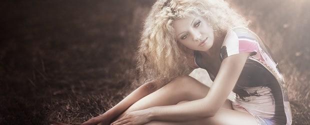 fille de Russie aux cheveux blond très attirante
