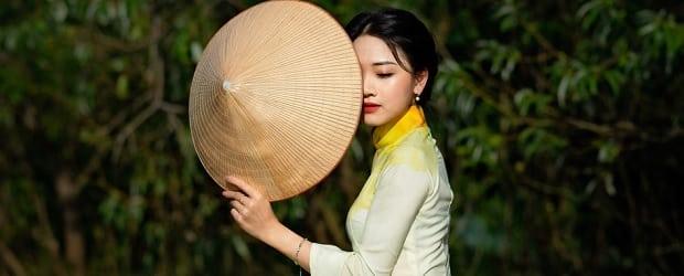 femme en habits du pays vietnam cupid