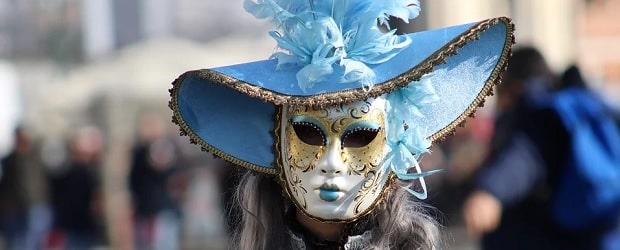 fille italienne déguisée