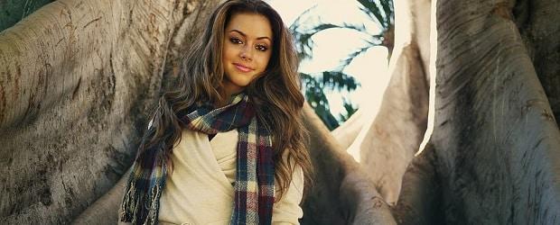 fille portugaise dans la forêt