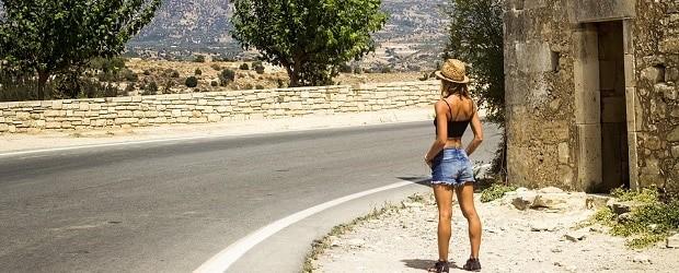 femme grecque à la campagne