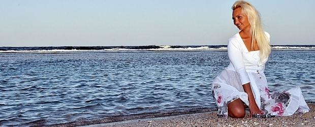 femme croate devant la mer