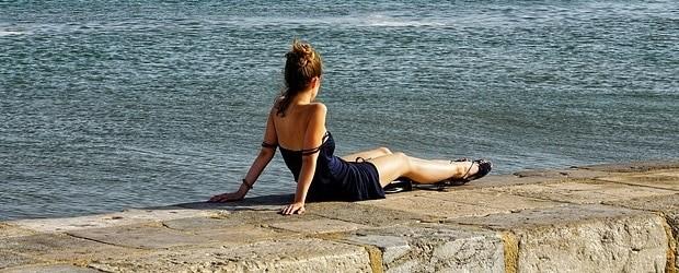 femme portugaise à la mer