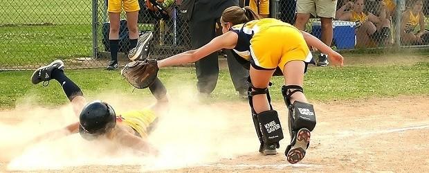 femme américaine et baseball