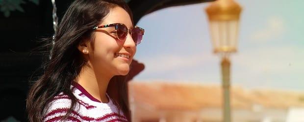 fille péruvienne devant Cusco