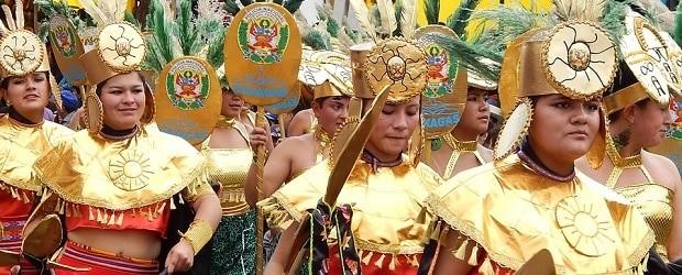 femmes péruviennes dans une parade