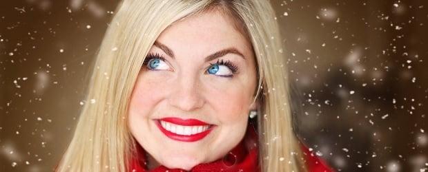 femme du Québec aux cheveux blonds
