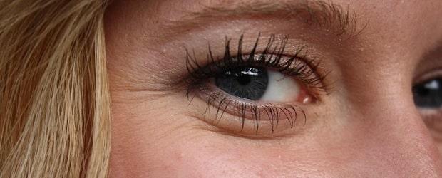 femme mature française aux yeux bleus