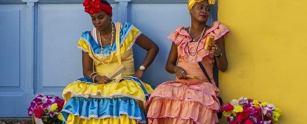 filles de Haïti avec des fleurs à vendre