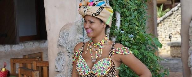 femme haïtienne avec un beau chapeau
