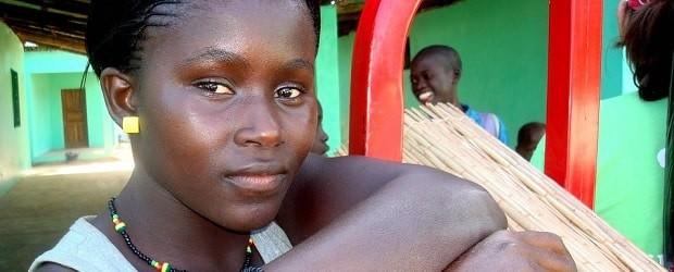 femme sénégalaise qui pose pour la photo