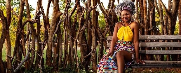 femme du Sénégal qui se repose